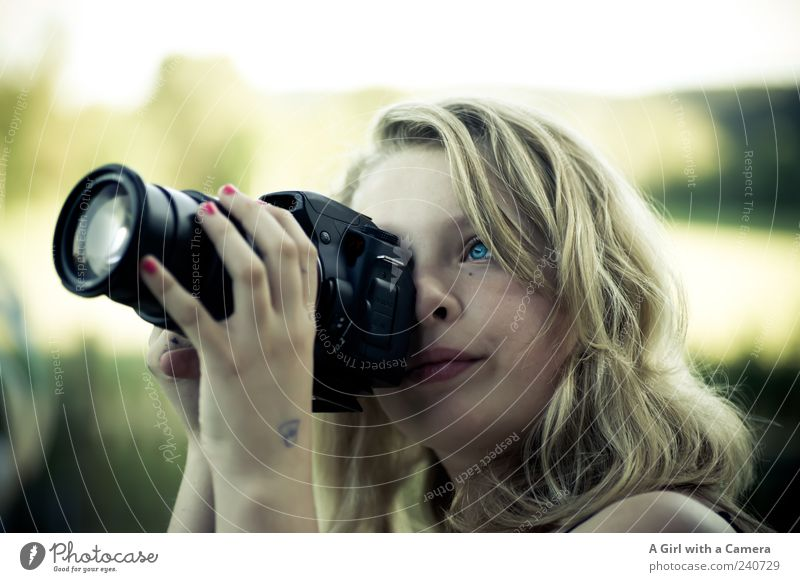 Focus! Human being Feminine Youth (Young adults) Eyes Hand 1 Looking Authentic Blonde Friendliness Happiness Fresh Happy Beautiful Uniqueness Natural Interest