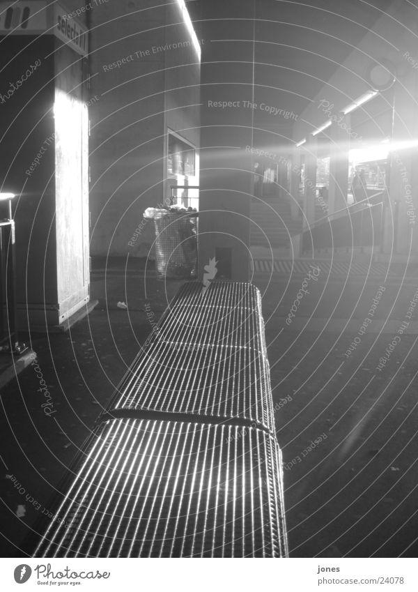 black seem Black White Photographic technology Black & white photo Train station Light (Natural Phenomenon) reflection Bench sinus Reaction