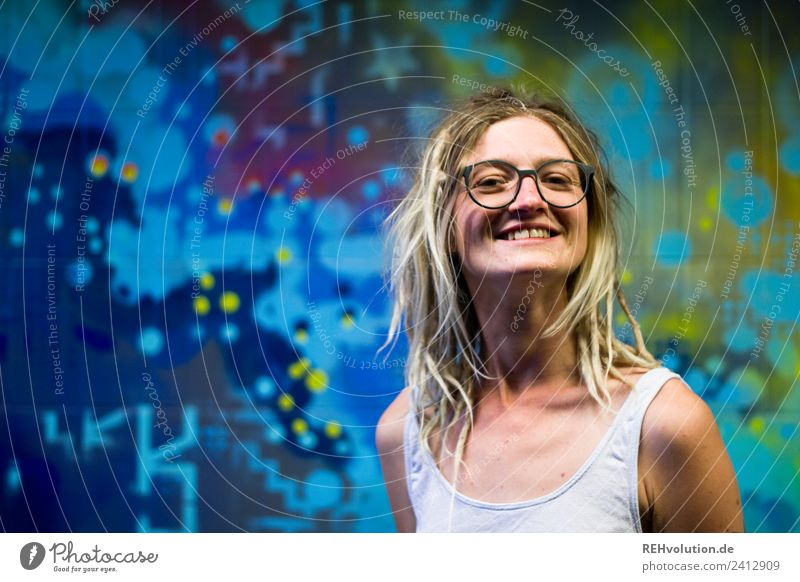 Jule Young woman with dreads in front of graffiti Lifestyle Style Human being Feminine Youth (Young adults) Face 1 18 - 30 years Adults Art Culture