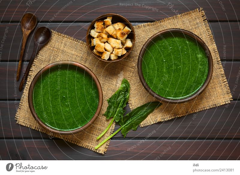 Cream of Spinach Soup Vegetable Stew Vegetarian diet Fresh Healthy food cream appetizer Dish Meal blended cooking crouton croutons cube sauteed Rustic overhead