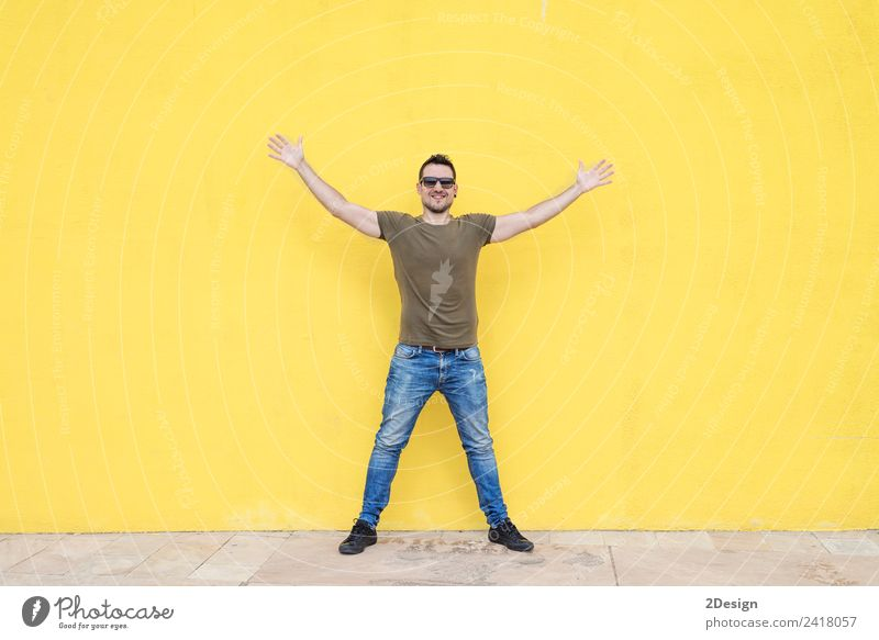 Man wearing sunglasses and posing Lifestyle Joy Happy Success Work and employment Business Human being Masculine Young man Youth (Young adults) Adults Arm