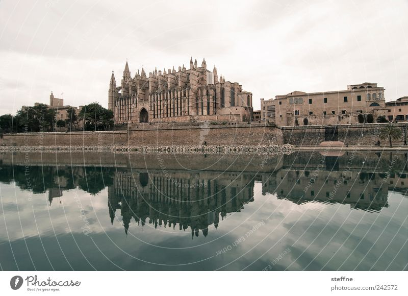 Sky Clouds Wall (building) Wall (barrier) Religion and faith Facade Church Skyline Spain Pond Dome Majorca Old town Palma de Majorca
