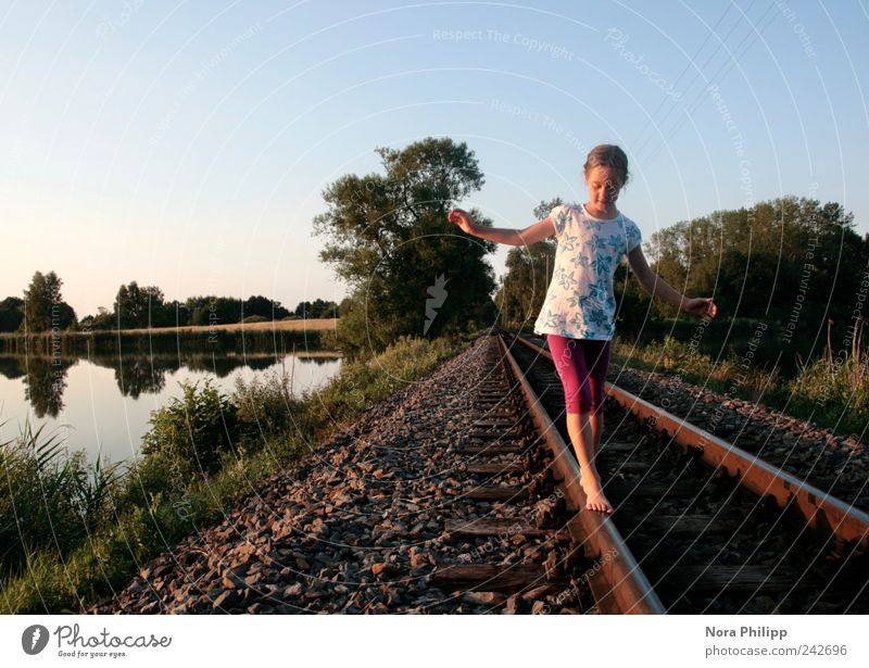 Balance or (100!) Playing Trip Adventure Far-off places Freedom Human being Feminine Girl Infancy 3 - 8 years Child 8 - 13 years Environment Nature Landscape