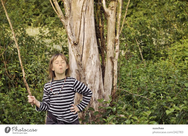 berlin i come ... Girl Head Hair and hairstyles Face 3 - 8 years Child Infancy Nature Summer Tree Bushes Brash Rebellious Crazy Wild Green Enthusiasm Joy