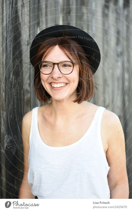 WOMAN - HAT - GLASSES - PRETTY Lifestyle pretty Young woman Youth (Young adults) 1 Human being 18 - 30 years Adults Fashion Eyeglasses Hat Brunette To enjoy