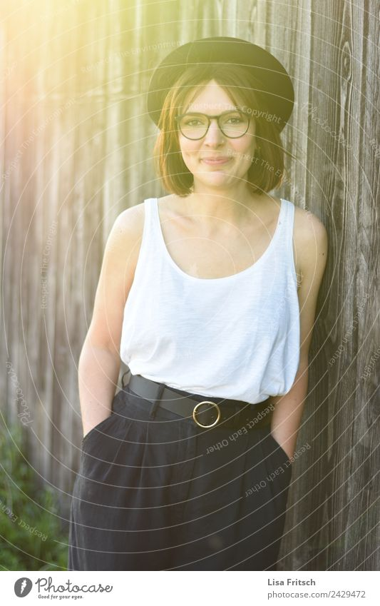 wait and see. Woman, brunette, hat, glasses, wood Lifestyle Style Beautiful Healthy Young woman Youth (Young adults) 1 Human being 18 - 30 years Adults