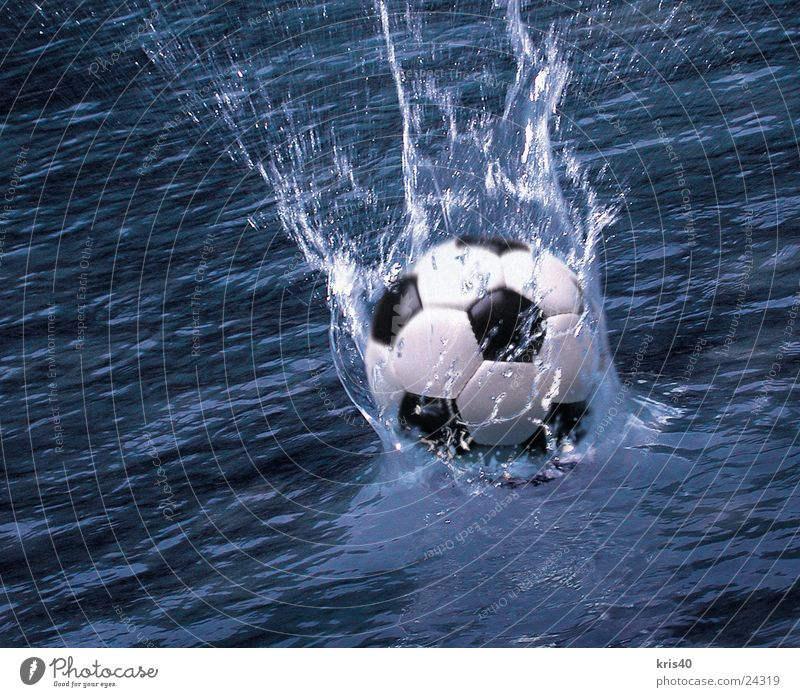 water polo Inject Sports Ball Water Foot ball Beach ball Surface of water Splash of water Dynamics Motion blur