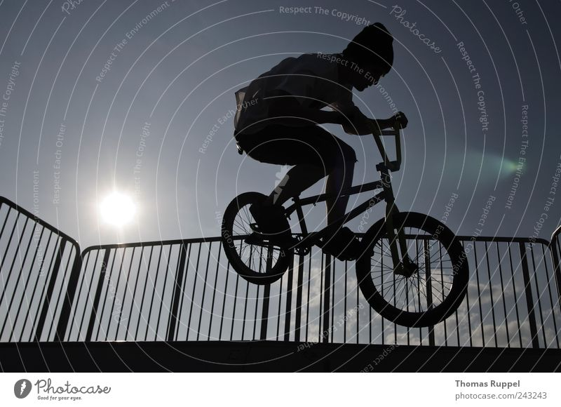 and hepp! Leisure and hobbies Sports Cycling BMX bike Halfpipe Skater circuit Human being Masculine Young man Youth (Young adults) Man Adults 1 18 - 30 years