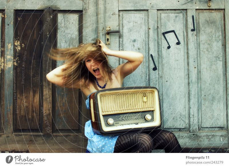 turn the radio on! Style Joy Loudspeaker Radio (device) Feminine Young woman Youth (Young adults) Hair and hairstyles 1 Human being Music Listen to music