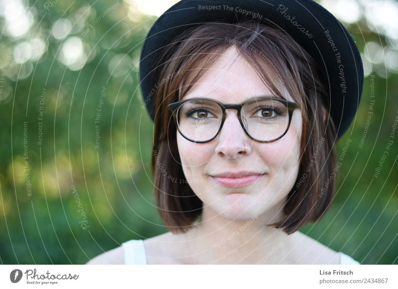 young pretty woman, hat, glasses, green Lifestyle Beautiful Hair and hairstyles Face Feminine Young woman Youth (Young adults) Head Eyes 1 Human being