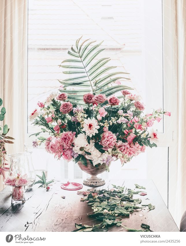 Festive flower decoration classic bouquet on the table Elegant Design Life Summer Event Nature Plant Rose Bouquet Love Jump Pink Arranged great festive