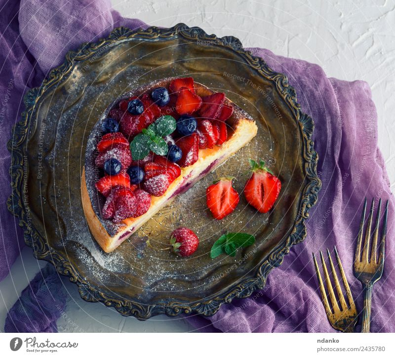 Cheesecake of cottage cheese Fruit Dessert Nutrition Plate Table Leaf Fresh Bright Delicious Green Red White Colour cheesecake Strawberry Berries food