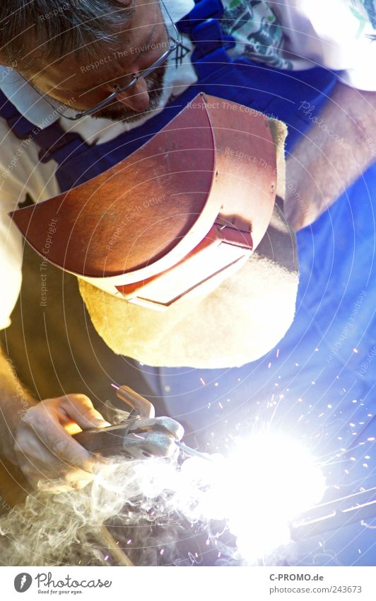Welding can lead to welding Work and employment Profession Craftsperson Craft (trade) Construction site Human being Masculine Man Adults 1 30 - 45 years