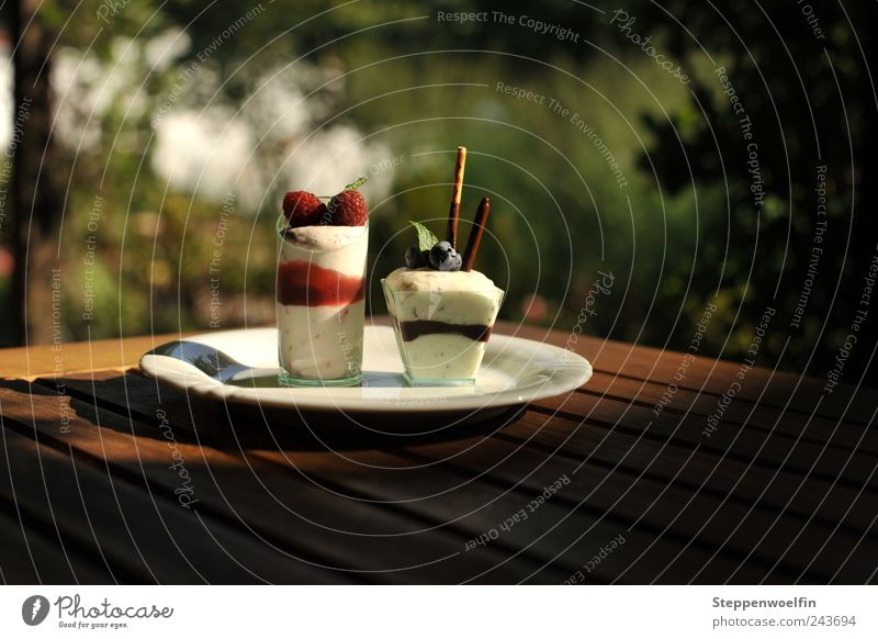 Vacation & Travel White Green Red Colour Wood Brown Nutrition Leisure and hobbies Tourism Table Ice cream Café Terrace Berries Gastronomy