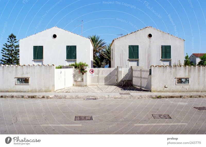 New and old Sky Cloudless sky Beautiful weather Village Fishing village Small Town House (Residential Structure) Detached house Dream house Manmade structures