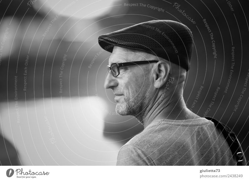 Time for Change | UT Dresden Human being Masculine Man Adults Male senior Life 1 45 - 60 years Eyeglasses Cap Gray-haired Bald or shaved head Designer stubble