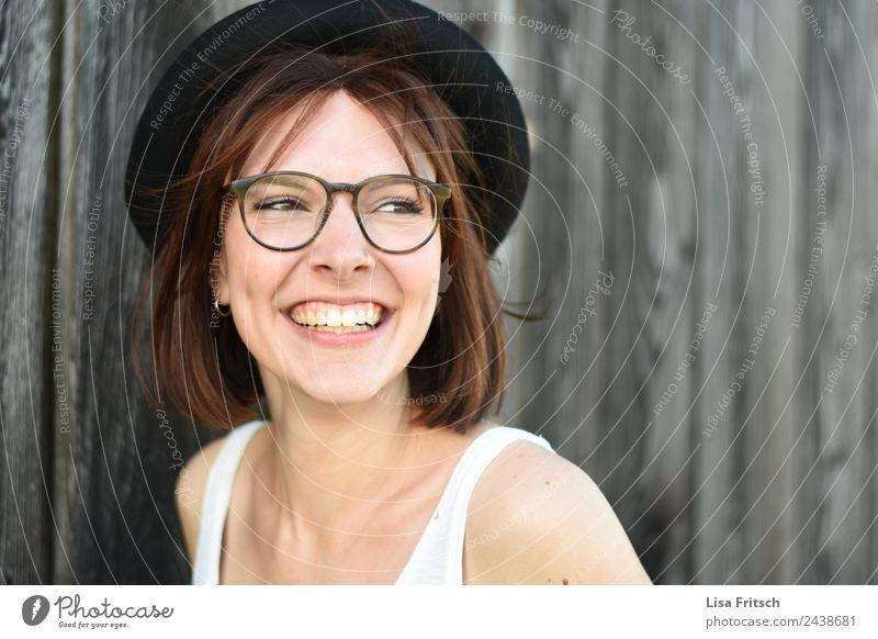 Young laughing woman, glasses, hat, pretty Lifestyle Style Beautiful Healthy Vacation & Travel Feminine Young woman Youth (Young adults) 1 Human being