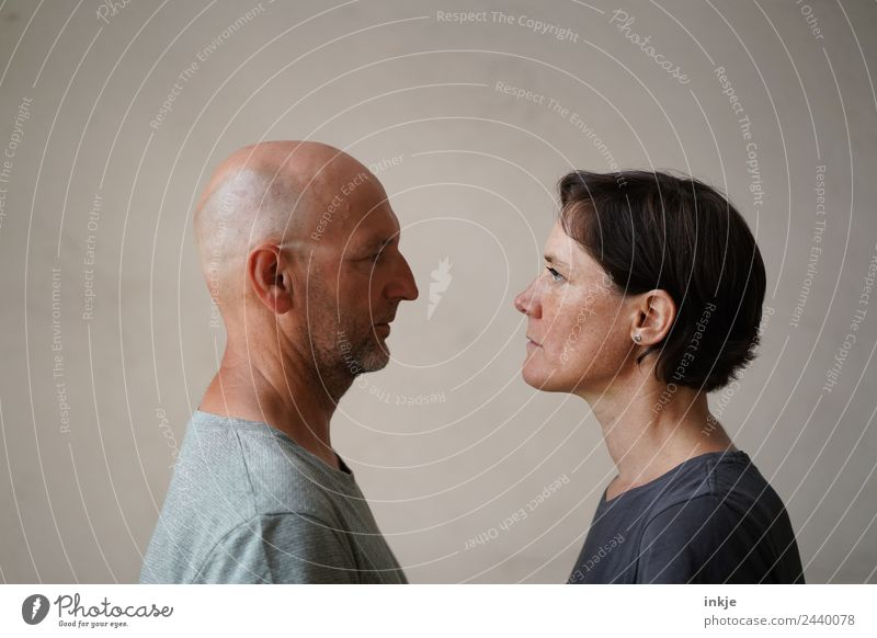 Man and woman face each other Lifestyle Style Leisure and hobbies Woman Adults Friendship Couple Partner Face 2 Human being 30 - 45 years 45 - 60 years Looking
