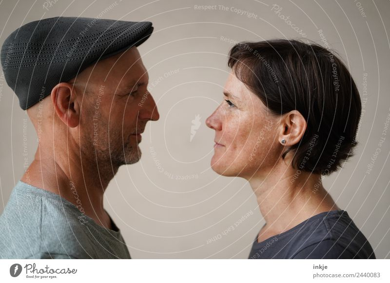 Man and woman face each other Lifestyle Style Leisure and hobbies Woman Adults Face 2 Human being 30 - 45 years 45 - 60 years Hat Cap Smiling Authentic