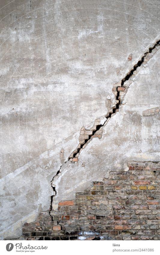 Voltage discharge l UT Dresden Crack & Rip & Tear Wall (building) refurbishment Broken Torn Plastered