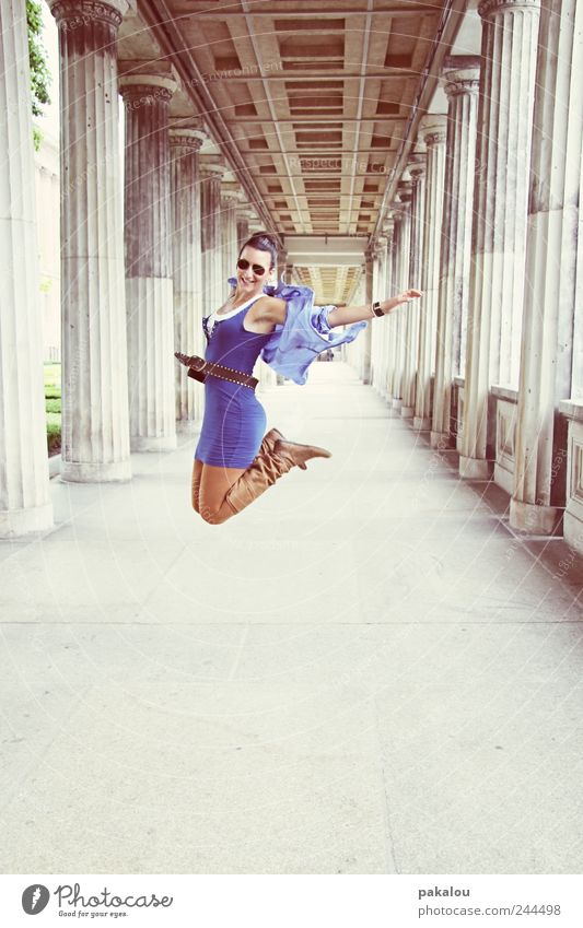 ick jump Lifestyle Style Joy Happy Leisure and hobbies Freedom City trip Feminine Young woman Youth (Young adults) 1 Human being 18 - 30 years Adults Fashion