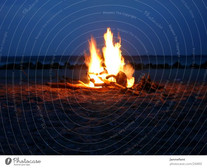 Fire camps 1 Beach Cliff Camping Night Long exposure Fireplace Blaze Brodtener Ufer Baltic Sea