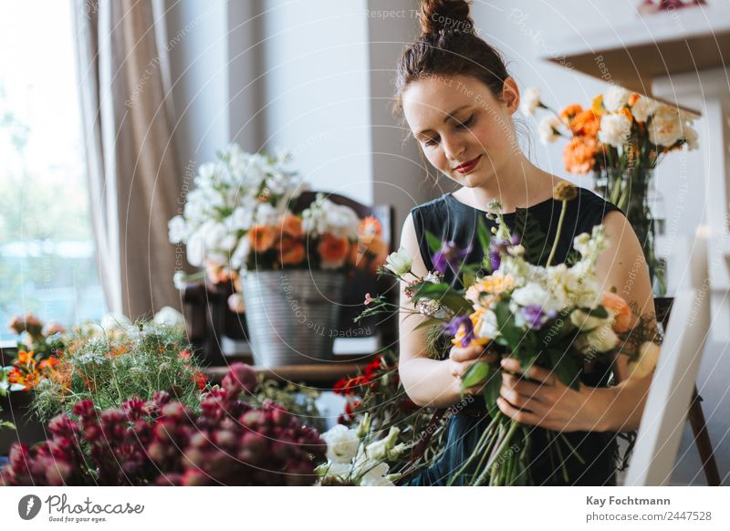 Florist ties up a colourful bouquet of flowers Lifestyle Elegant Happy Harmonious Well-being Contentment Relaxation Fragrance Living or residing