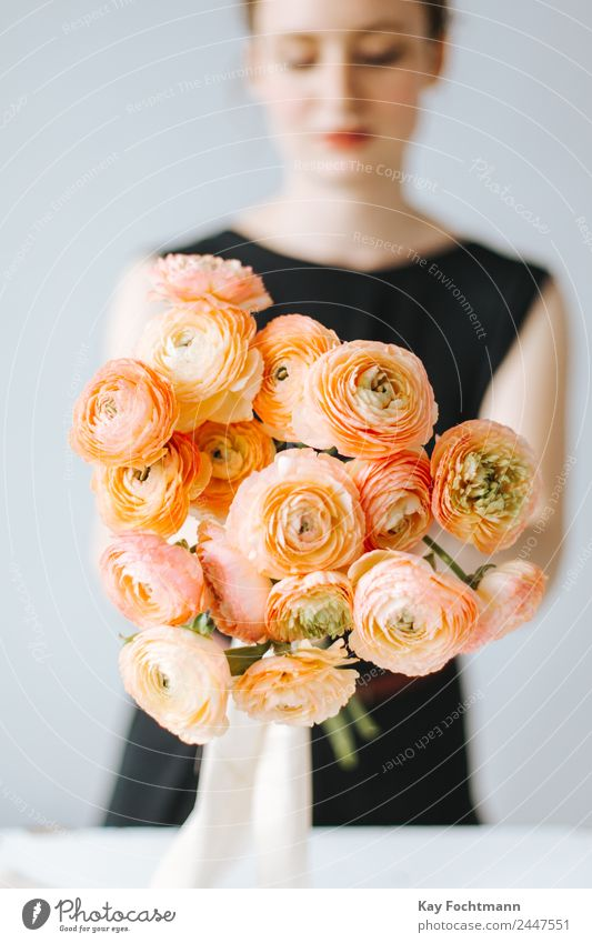 A bouquet of ranunculus in the hand of a florist Lifestyle Elegant Style Harmonious Contentment Relaxation Fragrance Flat (apartment) Decoration