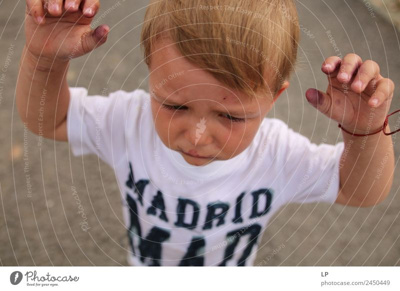 Madrid mad Child Parents Adults Brothers and sisters Family & Relations Infancy Life Emotions Moody Sadness Concern Grief Reluctance Disappointment Loneliness