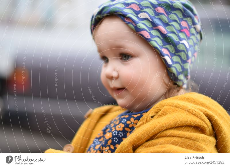 Toddler, Girl, Headband Parenting Kindergarten Child 1 Human being 1 - 3 years Observe Discover Looking Cute Positive Yellow Attentive Watchfulness Curiosity