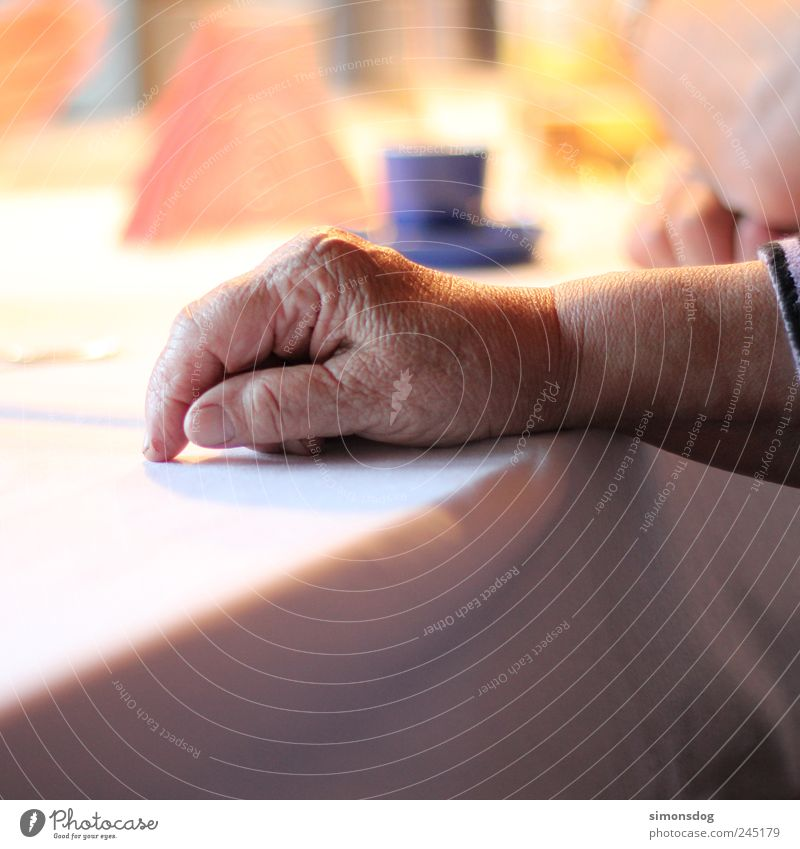 family celebration To have a coffee Cup Woman Adults Female senior Grandparents Senior citizen Grandmother Skin Hand 1 Human being 60 years and older Old