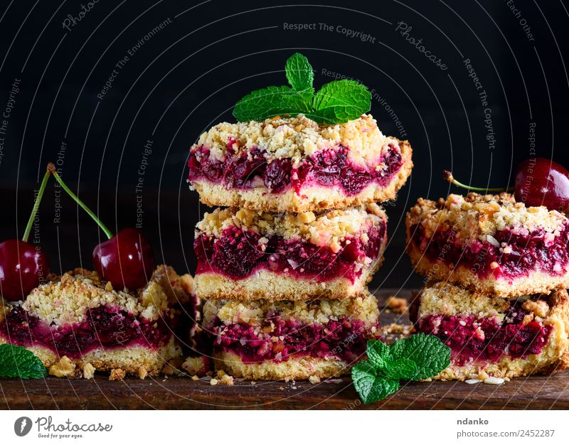 pie with a cherry Fruit Cake Dessert Vegetarian diet Table Wood Fresh Delicious Brown Yellow Gold Green Red Black crumble Cherry Pie Baked goods tart food