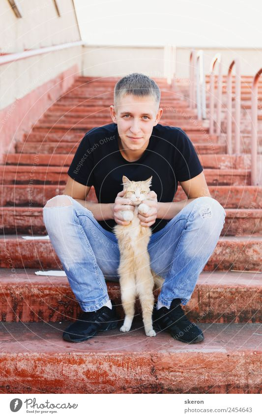 young man holds cat Lifestyle Leisure and hobbies Parenting Education Work and employment Profession Human being Masculine 1 18 - 30 years Youth (Young adults)