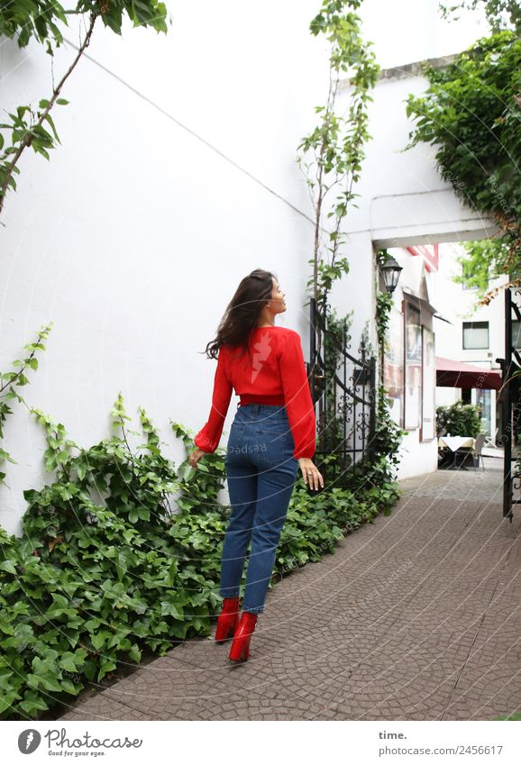 jessica Feminine Woman Adults 1 Human being Ivy House (Residential Structure) Hamburg Downtown Backyard Wall (barrier) Wall (building) Shirt Jeans Boots