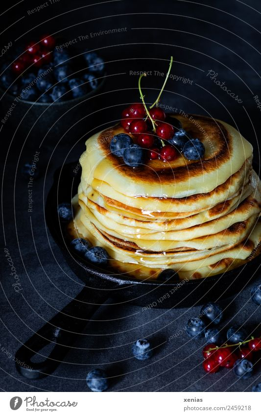 Small pancakes with maple syrup in black pan in moody style Pancake Redcurrant Food fruit Blueberry Sugar Nutrition Breakfast Buffet Brunch Vegetarian diet Bowl