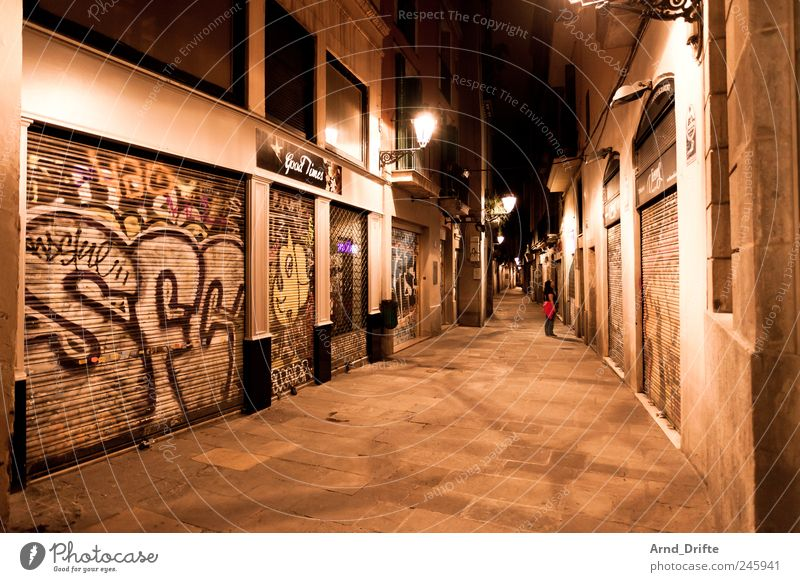 Barcelona Tourism City trip Human being 1 Spain Europe Town Downtown Old town Pedestrian precinct House (Residential Structure) Building Wall (barrier)