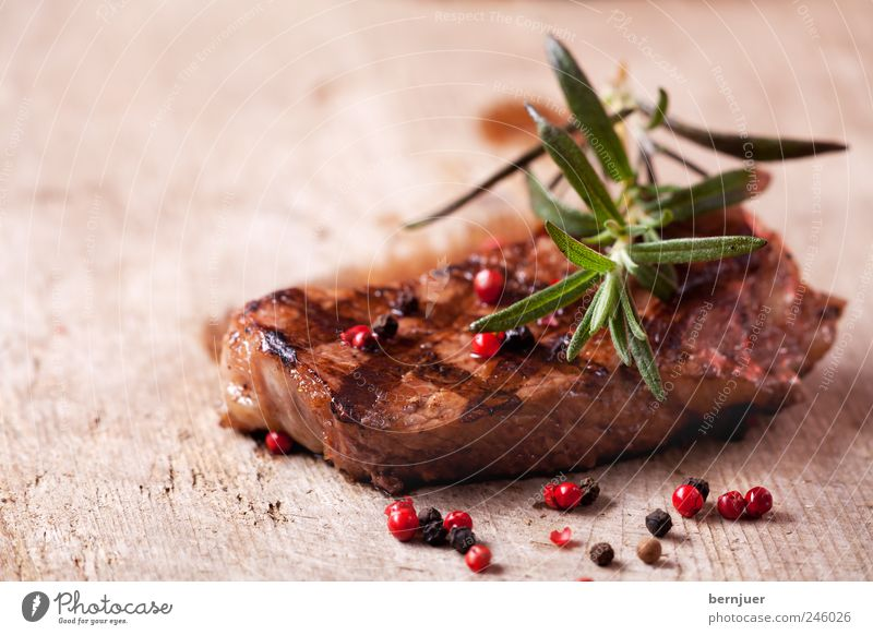 Mary rose Food Meat Herbs and spices Debauchery Steak Beef Rosemary Peppercorn Red Black Wood Chopping board grilled grilled meat Stripe Food photograph