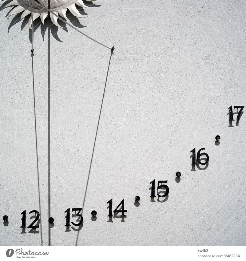 analogue clock House (Residential Structure) Wall (barrier) Wall (building) Facade Sundial Digits and numbers Simple Accuracy Precision Plaster Rendered facade