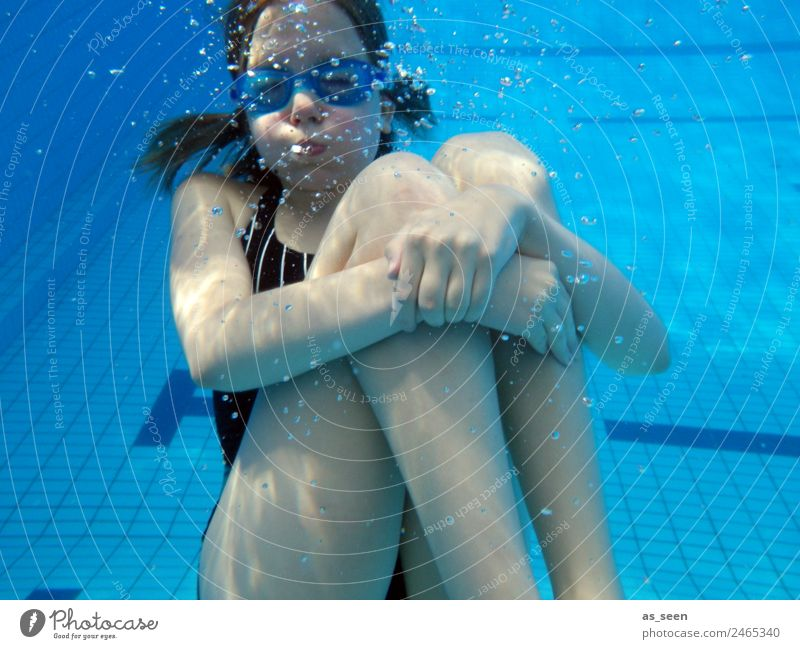 Hold your breath! Girl Infancy Youth (Young adults) Body 8 - 13 years Child Elements Water Summer Climate Weather Warmth Breathe Swimming & Bathing Movement
