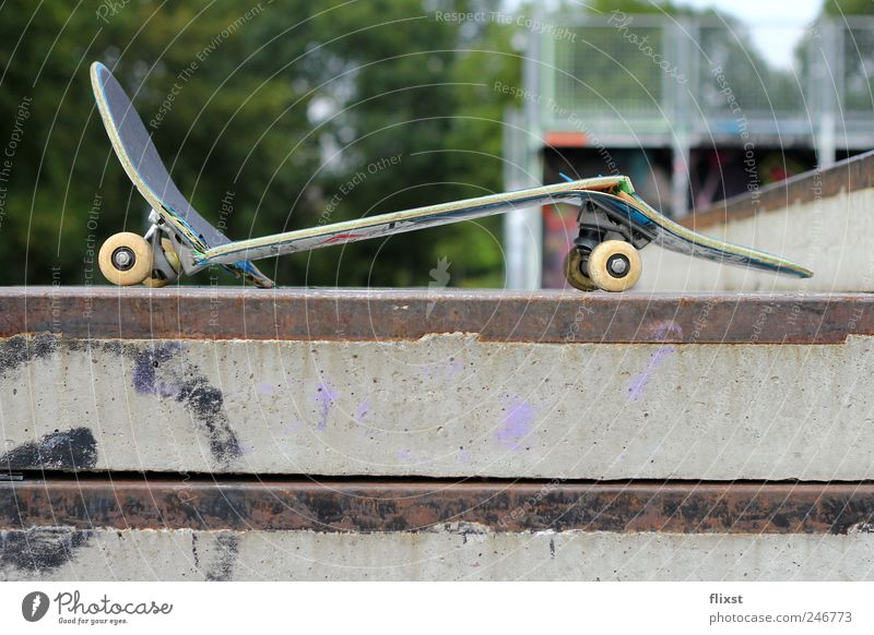 Broken Skateboarding Destruction Funsport Defective Object photography Risk of accident Sporting accident Skater circuit