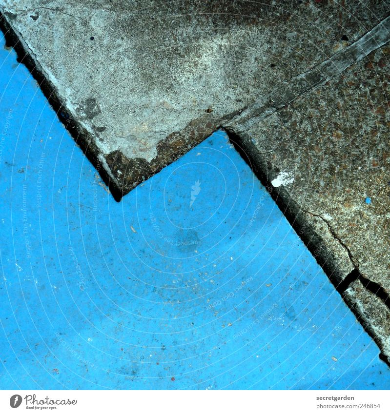 I know what's going on now! Stone Concrete Line Glittering Blue Gray Orderliness Dull Zigzag Symmetry Wet Paving stone Marker line on the double Prongs Graphic