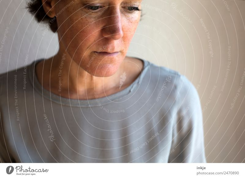 Title see keywords Woman Adults Life Face 1 Human being 30 - 45 years 45 - 60 years Think Sadness Authentic Natural Emotions Moody Modest Concern Grief