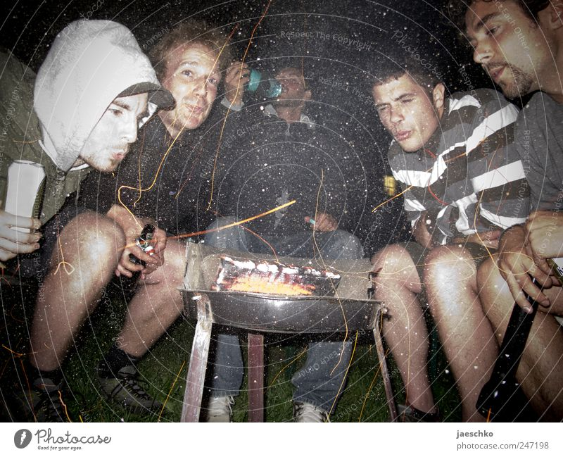 Broken types on the grill Leisure and hobbies Camping Night life Party Drinking Masculine Friendship 5 Human being 18 - 30 years Youth (Young adults) Adults