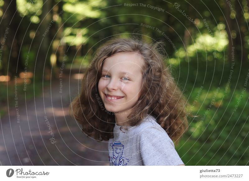Lifestyle Happy boy, cool & unadapted Boy (child) Infancy Hair and hairstyles Teeth 1 Human being 8 - 13 years Child Park Forest Blonde Long-haired Curl Smiling