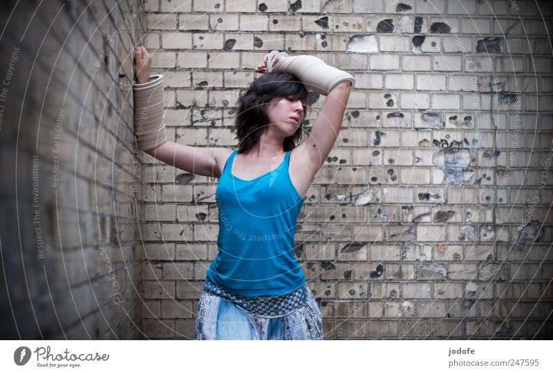 lightly armed Human being Feminine Young woman Youth (Young adults) 1 18 - 30 years Adults Dance armrings Bangle arm jewellery Wall (building) Backyard