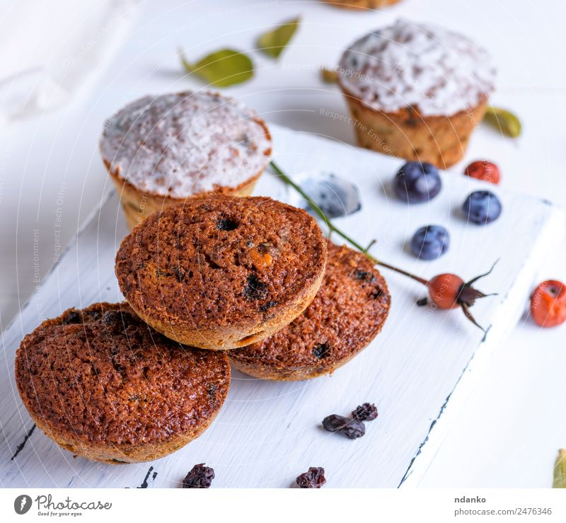 round baked muffins Cake Dessert Candy Nutrition Breakfast Table Wood Eating Fresh Small Above Brown White Muffin Baked goods background Baking Bakery chocolate
