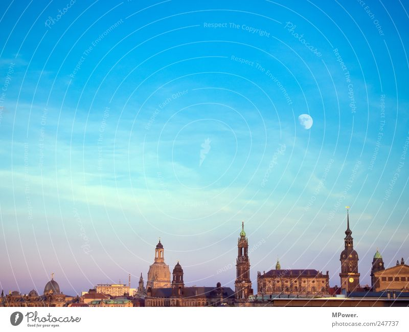 DD Town Capital city Old town Manmade structures Tourist Attraction Landmark Monument Culture Dresden Saxony Frauenkirche Religion and faith Church spire Moon