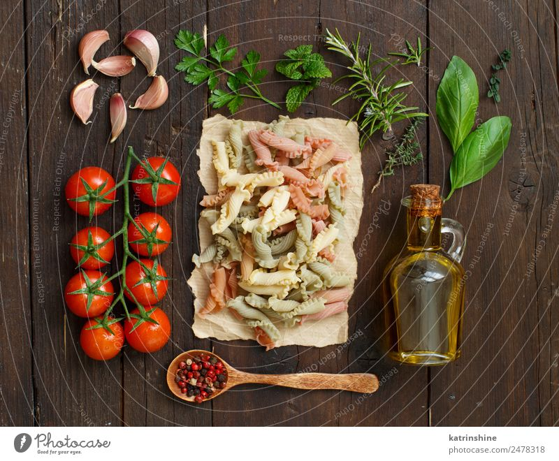 Whole wheat pasta, olive oil, vegetables and herbs Vegetarian diet Diet Bottle Table Leaf Dark Fresh Brown Green Red Tradition cooking food health healthy