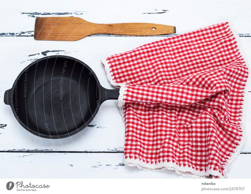 empty black round cast-iron frying pan Pan Spoon Table Kitchen Metal Old Above Clean Red Black White Cast skillet Frying Top Vantage point Culinary cooking food