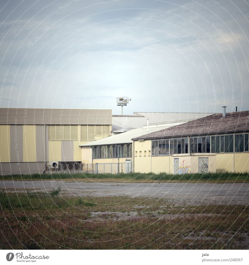 Sky Plant House (Residential Structure) Window Grass Building Facade Places Industry Gloomy Roof Manmade structures Factory Industrial plant Exterior shot